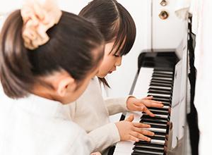 小さな頃からピアノを習わせてあげたい
